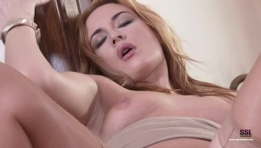 Super-cute Redhead Enjoying Her Vag And Soles