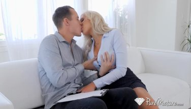 Puremature chesty real estate mummy nina elle pulverizes potential buyer