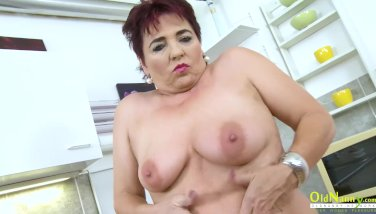 Oldnanny steamy mature gal solo in the kitchen