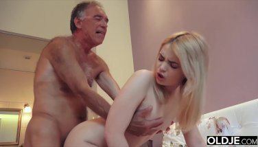 Nymphomaniac deep-throats grandpa knob and has lovemaking with him in her bedroom